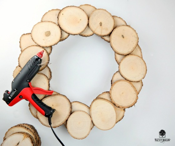 Rustic Wood Slice Wreath Assembly