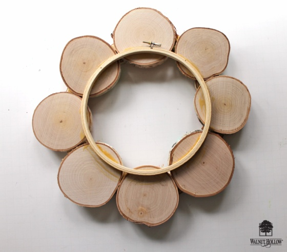 DIY Stenciled Spring Birch Wreath from @punkprojects