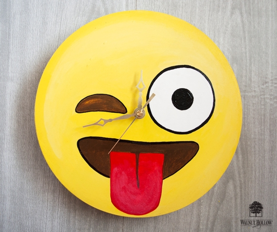 Wink Tongue Emoji Clock