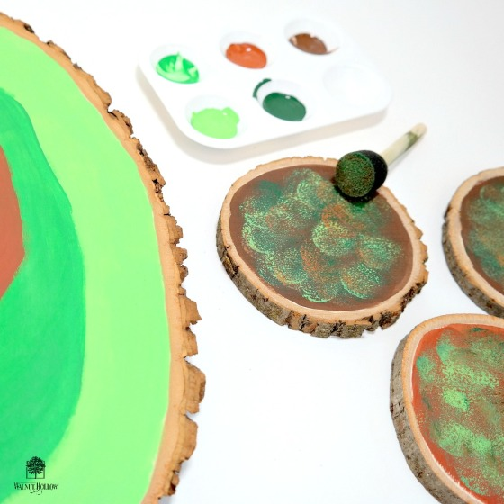 How to Sponge Paint Wood Rounds to Look Like Moss by Dana Tatar for Walnut Hollow