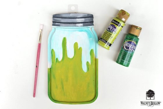Paint your own DIY Halloween Mason Jar Plaques using this tutorial by @studiokatie and wooden mason jar shapes from @walnuthollow!